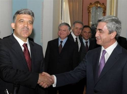 Abdullah Gul (left) and Serzh Sarkisian